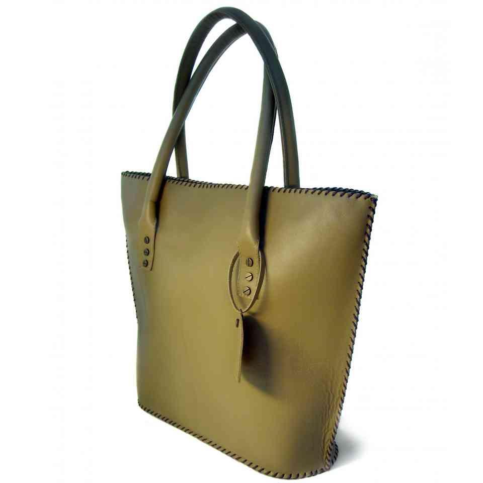 4b1a579f3a7a Удобная женская кожаная сумка песочного цвета